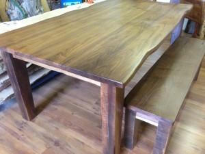 Walnut_table